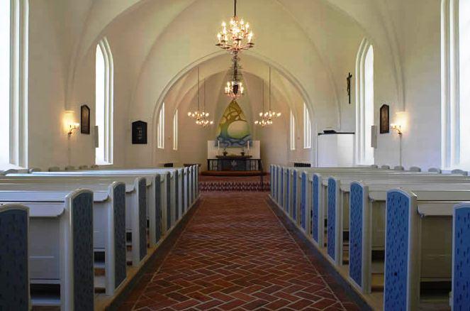 hvor ofte går danskerne i kirke